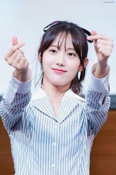 Yuehua Entertainment, Starship Entertainment, Cute Korean, Korean Girl, Cute Girls, Cool Girl, Wjsn Luda, Air Force Blue, Gfriend Sowon