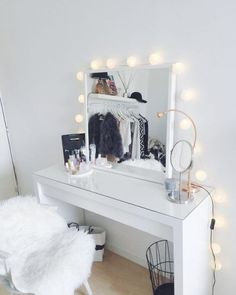 Makeup Toaster for a professional make-up at home - Zimmer - Living Room Table My New Room, My Room, Glam Room, New Home Designs, Blog Designs, Deco Design, Beauty Room, Beauty Desk, Beauty Vanity