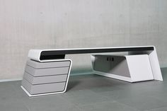Ergonomischer Designertisch von Hali. Produktion: SFK Technologie Manufaktur. Office Cabin Design, Office Furniture Design, Office Interior Design, Office Interiors, Small Reception Desk, Reception Desk Design, Office Table, Home Office Decor, Wall Dining Table