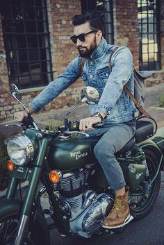 Great Pic#Motorcycle #boots  #fashion At Eagle Ages we love Motrocycle boots.