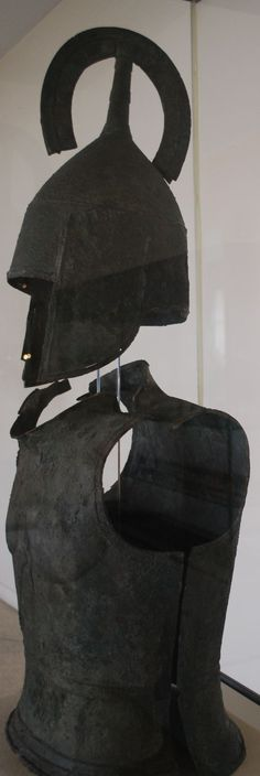 A suit of #hoplite armor with belled cuirass and crested helmet of the #Archaic period at the Argos #Museum.