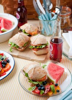 Now THIS is my kind of picnic! Salad, watermelon, refreshing drink, cheese and crackers, amazing sandwiches! --- 12 Secrets to the Perfect Picnic Picnic Foods, Picnic Snacks, Picnic Dinner, Picnic Parties, Picnic Time, Outdoor Parties, Snacks Saludables, Good Food, Yummy Food