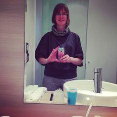Proyecto 333 - 2013-3 - día 45. Añadí este suéter como prenda número 31, porque aquí de viaje en Alemania hace algo de frío. :)