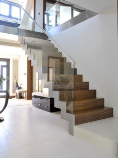 Contemporary oak staircase designs railing design pictures remodel decor and ideas decorating charming modern stairs . Interior Stairs, Home Interior Design, Interior And Exterior, Modern Hallway, Modern Stairs, Contemporary Stairs, Contemporary Style, Glass Stairs, Floating Stairs