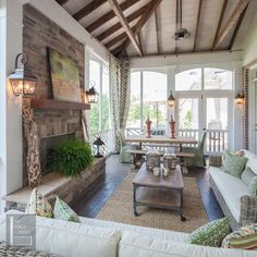 Screened Porch... Wow! I love this entire space!