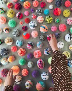 2000 handmade pom po