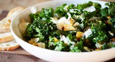 Want to whip up a healthy lunch in a flash? Find out how to make a light and fresh kale salad - with homemade croutons! Ingredients 1 large bunch of kale 1/4 loaf of rustic bread Olive oil Salt Parmesan cheese Freshly ground black pepper to taste  Lemon Dressing Ingredients