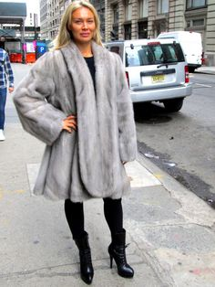 Pre-Owned Natural Sapphire Mink Directional 3/4 Swing Coat ( size: 10 – 14)