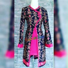 Batik Fashion, Abaya Fashion, Fashion Dresses, Blouse Batik, Batik Dress, Dress Muslim Modern, Mode Batik, Dress Shirts For Women, Clothes For Women