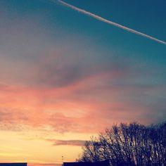 A beautiful day is always with a sunrise Enjoy ! #sunrise