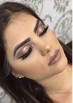 Idée Maquillage 2018 / 2019 : brown glitter Makeup idea brown glitter Here are 10 makeup ideas▷ 1001 + unique ideas Tips to Fake Long, Thic Glam Makeup, Glitter Makeup, Cute Makeup, Makeup Inspo, Bridal Makeup, Wedding Makeup, Makeup Inspiration, Makeup Lips, Make Up Tutorial Contouring