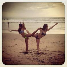 Como explicar cuanto quiero a esta enana jajajajaja (pilas que yo soy más enana) jajajajaja #loveit #friends #friendship #beach #infinity #poses #beachlover #sand #salinas #FAE #ecuador #infinityposes #achalabailarina #tomanumero100 jajajajajaja #loveher #eeeemiii