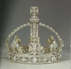 Next a petite diamond crown, with or without arches, that came to symbolise Queen Victoria's later life, supplied by Garrard's in March 1870. Prefered by Victoria for it's lack of weight