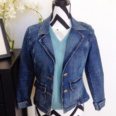 Denim blazer jacket Structured denim jacket, perfect to wear to work on casual Friday or anytime you want to add polish to a casual look! Flattering cut, 2 button-front closure. Gently used, no obvious flaws. Measurements to follow. Price firm, not quite sure if I want to sell yet. Caslon Jackets & Coats Jean Jackets
