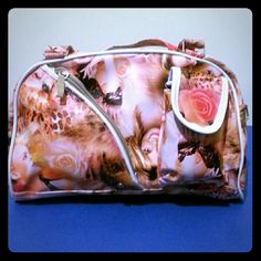 Hollywood Starlets bag. Bag has image of starlets, such as Britney Spears & Marilyn Monroe. Color: Orange hue. Bags