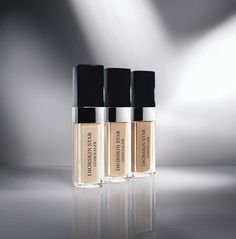 "With Diorskin Star Concealor, Dior brings the ""Light Pulsion"" technology of the fluid foundation to the eyes. The concealor's stretch texture has an incredible lift effect that smooths and sculpts the eye contour area.  Eyes instantly appear brighter and wider.  With each application, it helps reduce puffiness, dark circles and redness for eyes more dazzling than ever"