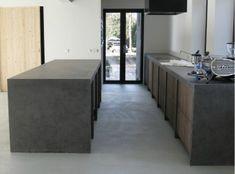 Betonvloer schilderen in zijde-achtig grijs