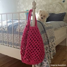 Crochet beach bag with Japanese flower bottom by BautaWitch and her cute little Coton de Tulear puppy.