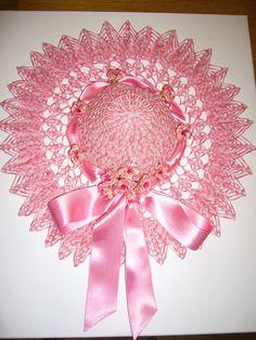 avec un magnifique chapeau à crochet | Créations Ma Déco Maison madecomaison.blogspot.com