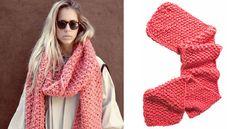"""We are knitters : l'écharpe XXL En exclusivité pour les lectrices de Prima, l'explication d'une écharpe""""We are knitters"""", les nouveaux kits de tricotstendance de la rentrée. Vous ne savez pas encore tricoter ? C'est l'occasion de vous lancer, avec ce modèle d'écharpe XXL nommé Cucho !"""