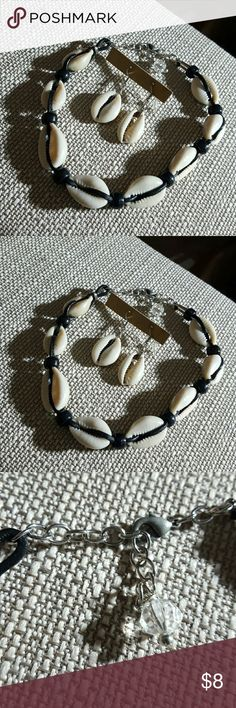 10 inches cowrie shells ankle bracelet 10 inches cowrie shells ankle bracelet.   Comes wirh adjustable silver links.  Also cones with 1 free pair od cowrie shells earrings Jewelry Bracelets