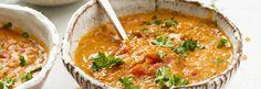 1 sipuli 2 valkosipulinkynttä 4 cm:n pala inkivääriä 2 rkl rypsiöljyä 1 rkl garam masala -mausteseosta 0,5 tl chilijauhetta 2,5 dl punaisia linssejä (kypsentämättömiä) 1 tlk kuorittuja tomaatteja… Garam Masala, Chili, Ethnic Recipes, Food, Chile, Essen, Meals, Chilis, Yemek