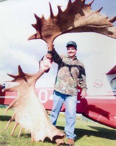Damn thats a big Moose! Moose Hunting, Bull Moose, Big Game Hunting, Trophy Hunting, Hunting Season, Deer Hunting, Alaska, Moose Pictures, Deer Family
