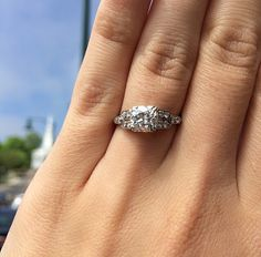 Beautiful 1.39ct diamond & platinum ring, circa 1920.