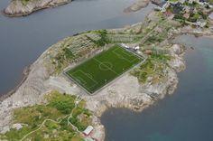 Необычный футбольный стадион в Хеннингсверe