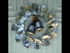 ♪ SILVER BELLS ♪ - sung by  Perry Como.  A nice video, Christmas scenes in the city.