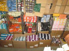 Wintersolden en magazijnverkoop Breiwol, haakkatoen, ritsen, poppenkleedjes , naaigaren , smyrnatapijten , lint, kralen en hobbymateriaal bij Hobbystock , sinterveld 3 in Balen  -- Balen -- 09/01-31/01