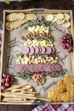 christmas food Create a Christmas tree cheeseboard for your holiday entertaining - its so easy! What a beautiful way to do a holiday cheese tray! Christmas Entertaining, Christmas Party Food, Christmas Brunch, Christmas Goodies, Simple Christmas, Christmas Baking, Christmas Holiday, Christmas Dinner Party Decorations, Christmas Tree Veggie Tray
