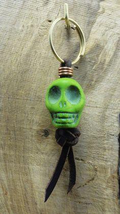 Llavero Calavera Skull keychain de CapreolusArtesania en Etsy