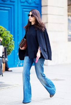 Simple, classic pairing of flared denim and black blazer // #streetstyle