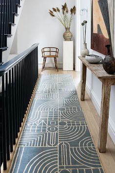 Designer rugs by Kelly Wearstler designed exclusively for The Rug Company. Discover sophisticated and luxurious Kelly Wearstler rugs for your home. Design Entrée, Tapis Design, Design Trends, House Design, Design Ideas, Kelly Wearstler, Contemporary Rugs, Modern Rugs, Contemporary Interior