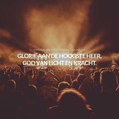 Glorie aan de hoogste Heer, God van licht en kracht. Opwekking 800 #Opwekking  https://www.dagelijksebroodkruimels.nl/opwekking-800/