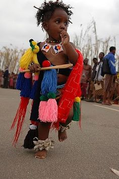 Baby in costume at Reed Dance festival or Umhlanga, one of Swaziland's traditional event. The event takes place at the Ludzidzini Royal Village. Religions Du Monde, Cultures Du Monde, African Life, African Men, African History, African Children, African Animals, Thinking Day, African Countries