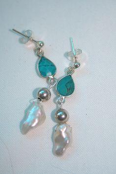 Zilveren oorbellen met echt turkoois en keishi parels