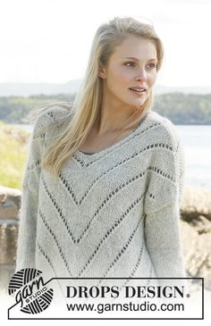 Knitted DROPS jumper with lace pattern and ¾ sleeves in Knitting Designs, Knitting Patterns Free, Free Knitting, Knitting Projects, Pull Crochet, Knit Crochet, Drops Design, Magazine Drops, Hand Knitted Sweaters