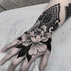 Hand Tattoos for Women . Hand Tattoos for Women . Arm Tattoo, Mandala Hand Tattoos, Tattoo Hals, Cover Tattoo, Wrist Tattoos, Piercing Tattoo, Finger Tattoos, Body Art Tattoos, Full Hand Tattoo