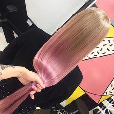 Il balayage colorato è l'ultimo trend per dare luce ai tuoi capelli