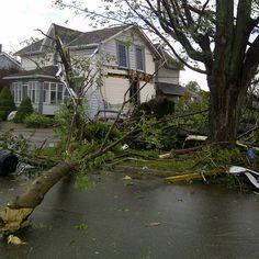 """Die meisten Tornados sind in ? in den USA Von Anfang März bis Mitte Juni sind sie in der so genannten """"Tornado Alley"""" im Mittleren Westen der USA. Im Durchschnitt ziehen in den gesamten USA etwa 1200 bis 1300 Tornados pro Jahr über das Land. Neben der eigentlichen Tornadoregion bilden sich auch weiter östlich in den USA recht häufig Tornados mit einem Schwerpunkt in Florida."""