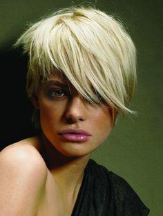 Cortes de pelo asimétricos para las señoras de moda con pelo corto