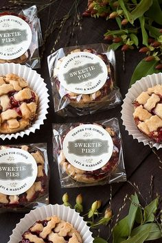 These adorable mini pies make the perfect favor for summer or early fall weddings. Baking Packaging, Dessert Packaging, Food Packaging Design, Edible Favors, Edible Wedding Favors, Mini Pies, Banana Split, Homemade Cookies, Food Gifts