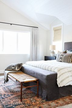 5 Sensible Clever Tips: Minimalist Home Style Decor minimalist bedroom budget guest rooms.Minimalist Home Exterior Woods cozy minimalist home simple.Minimalist Home Scandinavian Spaces. Master Bedroom Design, Home Decor Bedroom, Modern Bedroom, Bedroom Ideas, Bench In Bedroom, Bedroom Inspo, Feminine Bedroom, Bedroom Rugs, Diy Bedroom