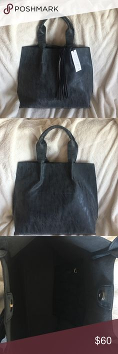 ♥SALE FINAL PRICE 🌑NWT Large Tote 🌑 Beautiful Tote . Suede like material . NWT grey black color Emperia Bags