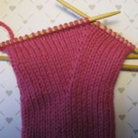 Lapaset yksipuoleisella peukalokiilalla | Punomo Mittens, Knitted Hats, Knitwear, Knitting, Tricot, Breien, Fingerless Mitts, Fingerless Mittens, Stricken