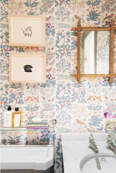 Plain English Kitchen in Brooklyn: An Old-Style Townhouse Gut Remodel by Elizabeth Roberts Architects Plain English in Brooklyn Heights: A Very Proper Elizabeth Roberts Townhouse Remodel Small Bathroom Wallpaper, Chic Wallpaper, Wallpaper Ideas, Wallpaper Designs, Bathroom Wallpaper Victorian, Wallpaper For Kitchen, Wall Paper Bathroom, Blue Floral Wallpaper, Cottage Wallpaper