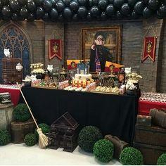 "17 Likes, 1 Comments - ️Festa Encantada (@festaencantadabh) on Instagram: ""Festa Harry Potter By @anaflaviagsa Apaixonada pelos detalhes! #festainfantil #instanfesta…"""