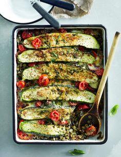 Mausteinen kesäkurpitsa-linssipaistos Clean Recipes, Whole Food Recipes, Soup Recipes, Vegetarian Recipes, Cooking Recipes, Healthy Recipes, Lentil Casserole, Good Food, Yummy Food